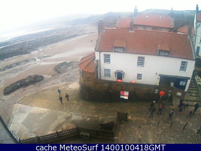 webcam Robin Hood's Bay Hotel North Yorkshire